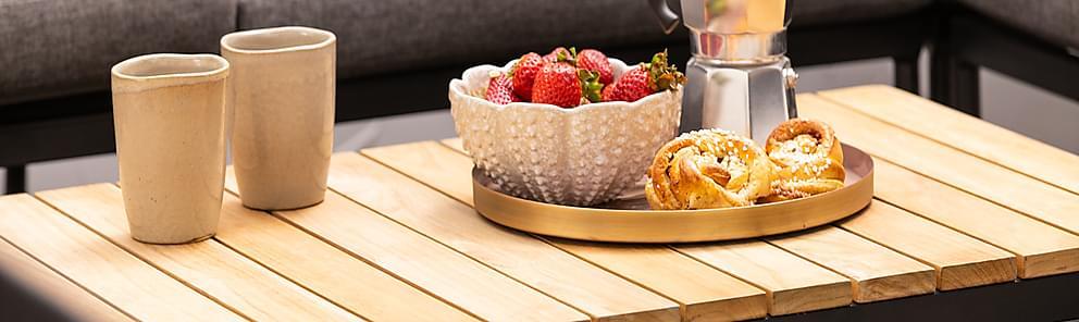 Ruokapöytä terassille