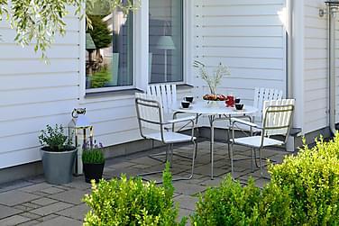 Ruokailuryhmä Hillerstorp Sandhamn 100 Pyöreä + 4 nojatuolia